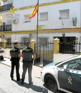 La Guardia Civil ha detenido a una mujer como presunta autora de varios delitos continuados de hurto.