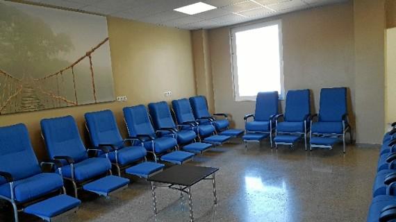 Los familiares con pacientes en la UCI del Hospital Juan Ramón Jiménez contarán desde esta semana con una nueva sala