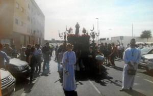 Decenas de personas acompañaron la procesión.