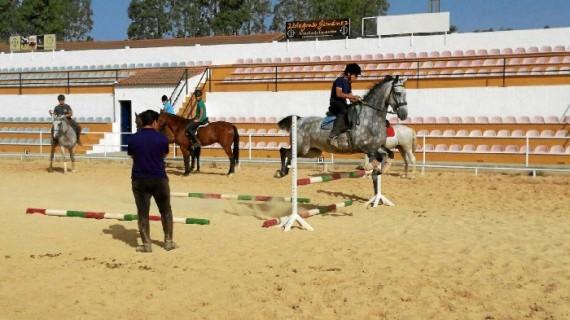 Puebla de Guzmán mima su cultura del caballo apostando por una Escuela Municipal de Equitación