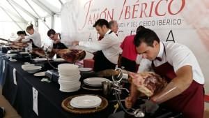 Como es costumbre, se celebrará el concurso de cortadores de jamón.