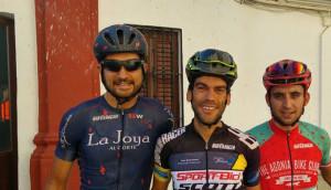Podio masculino de la prueba disputada en Calañas. / Foto: Federación Andaluza de Ciclismo.