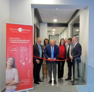 Corte de la cinta inaugural de la nueva Unidad Hospitalaria de Reproducción Humana Asistida del Hospital Costa de la Luz.