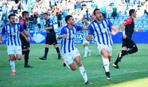 Alegría en los jugadores del Decano tras el gol de Boris. / Foto: Pablo Sayago.