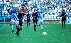 Tuvo que trabajar de lo lindo el cuadro onubense para sacar adelante el partido. / Foto: Pablo Sayago.