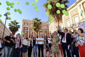 Suelta de globos en el Ayuntamiento.