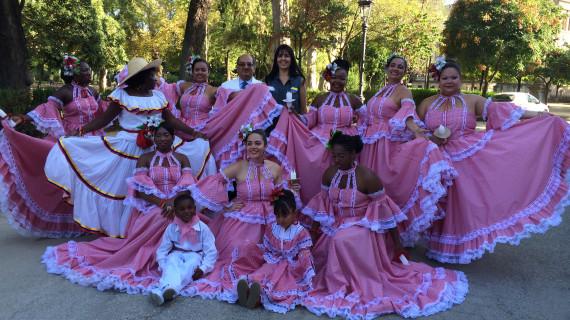 Luz, color y música se unen este domingo en Huelva en un desfile que une continentes