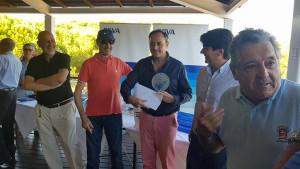 Un momento de la entrega de premios tras el torneo de golf celebrado en Nuevo Portil.