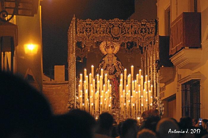 Moguer arropa a la Virgen de la Soledad en su salida extraordinaria conmemorativa