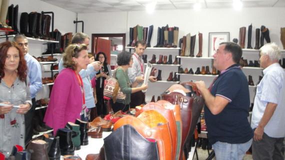 Empresarios franceses visitan Valverde y estudian futuras relaciones comerciales con el sector del calzado