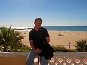 Andrés agradece la ayuda y el apoyo recibido para poder terminar su tesis.