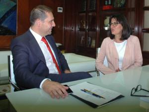 Reunión de Ramos con la rectora de la UHU.