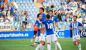 Los jugadores del Recre celebran el gol de Boris. / Foto: Pablo Sayago.