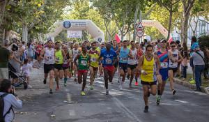 Casi un millar de participantes se dieron cita en la XXXI Vuelta a Huelva.