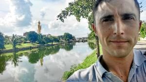 Es profesor en un programa bilingüe de un instituto de Secundaria al noreste de Tailandia.