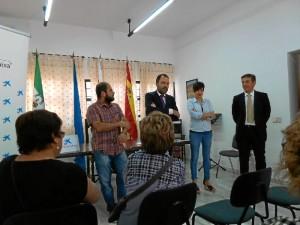 Un momento del convenio de colaboración firmado por Obra Social La Caixa y FEAFES Huelva.