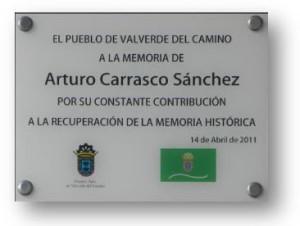 Placa dedicada a Arturo Carrasco Sánchez.