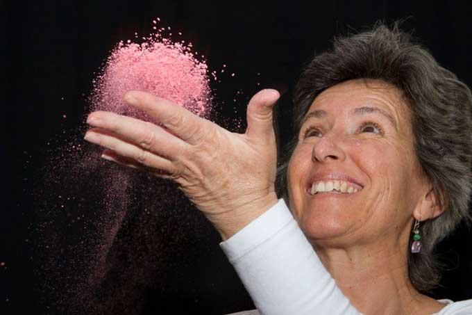 La bartolina Carmen Núñez nos enseña con su sonrisa que una actitud positiva es el mejor tratamiento para la curación