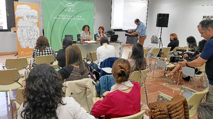La coordinadora del Instituto Andaluz de la Mujer, Eva Salazar, durante la apertura de las jornadas Violencia de Género y otras situaciones de Vulnerabilidad'.
