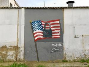 Graffiti realizado en el Molino de la Vega tras las elecciones en EEUU.