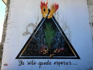 Graffiti alusivo al incendio en Mazagón.