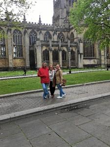 Marina, con sus padres, visitando Bristol.