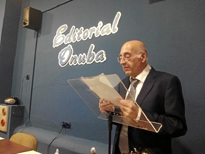 Martínez Navarro durante el acto literario.