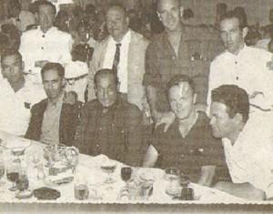 """1960. Taxistas en el Restaurante """"El Tenis""""."""
