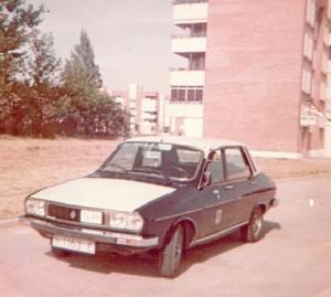 Años setenta y ochenta: un taxi onubense. (Fotografía cedida por el taxista Roberto González).