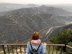 Viajar es una de sus pasiones, en la imagen en el Macizo de Montserrat, en Barcelona.