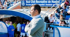 Ángel López, ya ex-entrenador del Recreativo de Huelva. / Foto: Pablo Sayago.
