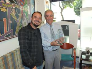 Adrián Pérez ha recibido de manos de Cristóbal Guerrero el Premio 'Visión Estelar'.