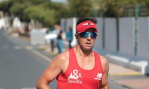 El triatleta onubense Enrique Llimona.