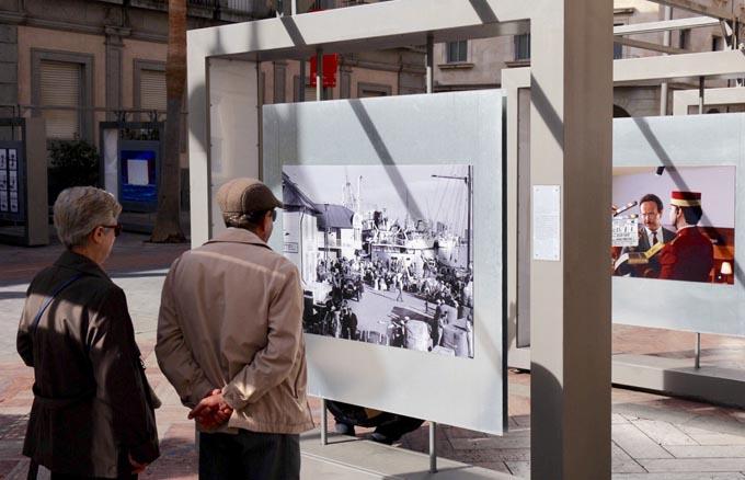 La Plaza de la Constitución de Huelva alberga la exposición 'Platea, los fotógrafos miran al cine'