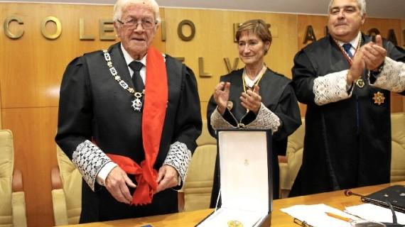 El Decano del ICAHuelva recibe la Gran Cruz al Mérito en el Servicio de la Abogacía
