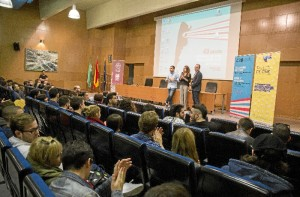 Un momento de la inauguración de los Talleres de Cine del Programa Artes+Joven, que se celebran durante tres días en la Facultad de Ciencias Experimentales del Campus de El Carmen.