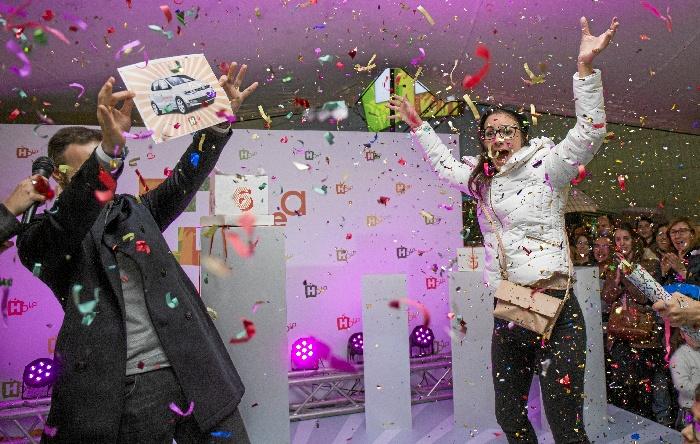 Holea celebra su cuarto Aniversario con el sorteo de un coche en un bingo de grandes premios