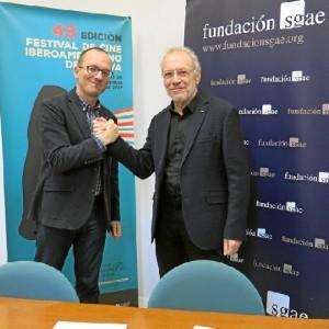 En la imagen, a la izquierda, Manuel H. Martín, director del certamen de cine onubense y, a su lado, el consejero andaluz de la SGAE Antonio Gonzalo.