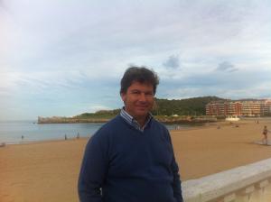Una imagen de Víctor en la actualidad, que nos cuenta con nostalgia su etapa en el colegio e instituto de Moguer.