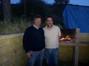 Víctor, con José Domingo, uno de los amigos que hizo entonces.
