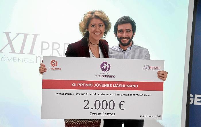 La presidenta de la Fundación máshumano, María Sánchez-Arjona, junto al presidente de Cienciaterapia, Jesús Ángel Gómez.