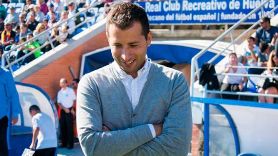 """Ángel López destaca """"el compromiso de los jugadores"""" en una de las semanas más difíciles del Recre"""