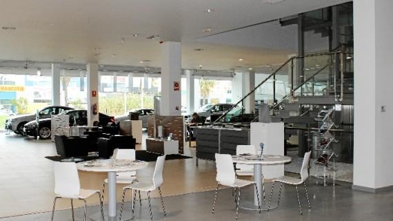 Autogotransa Huelva, que aúna las marcas de Mini y BMW, renueva la imagen de su concesionario