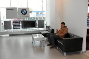 Se ha renovado la imagen de los puestos comerciales, garantizando una experiencia más gratificante al cliente.