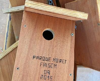 Faisem coloca nuevas cajas nido en el Parque Moret con la colaboración de los bomberos de Huelva