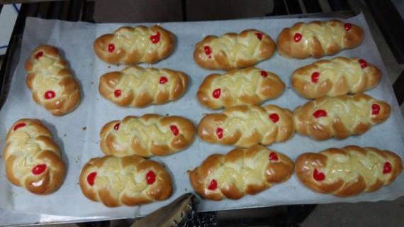 Tradicional venta de dulces caseros de la Hermandad de la Borriquita de Moguer