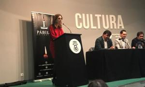 Saray Acosta, periodista y esposa del autor del libro, glosó la trayectoria profesional y personal de Juanma. / Foto: G. D.