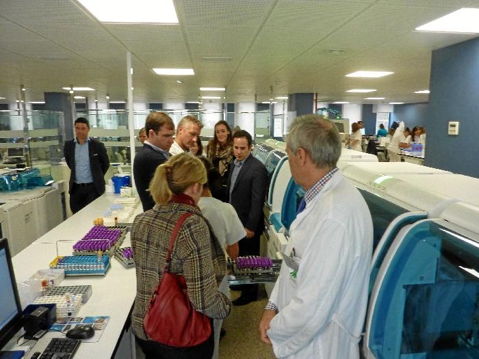 Especialistas europeos conocen el modelo organizativo innovador del Laboratorio del Hospital Juan Ramón Jiménez