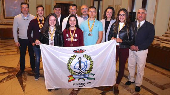 Recepción en el Ayuntamiento de la capital a los piragüistas del Real Club Marítimo de Huelva