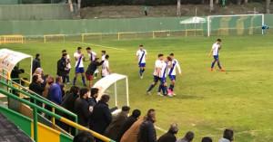 Los jugadores del Atlético Onubense celebran el primer gol de Manu Torres. / Foto. G. D.